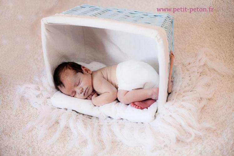 40d443aeb5315 Estelle et Jean Michel ont reçu un bon cadeau pour une séance photo à  l occasion de la naissance d Ethan. Ils souhaitaient une séance dès la  naissance.