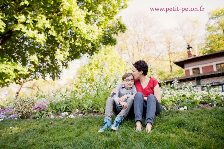 Photographe famille Paris - Séance photo enfant au Buttes de Chaumont