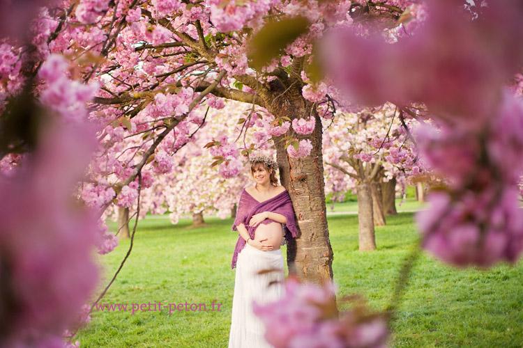 femme enceinte naturelle au parc de sceaux