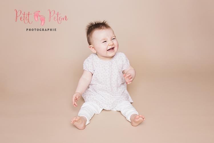 Photographe bébé val de marne avec un bébé de 8 mois