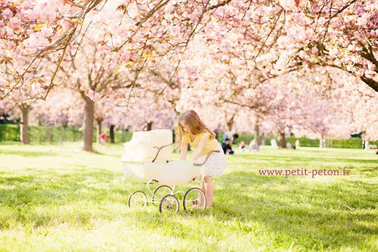 Photographe enfant sceaux eline et tom avec les cerisiers en fleurs - Parc de sceaux cerisiers en fleurs 2017 ...